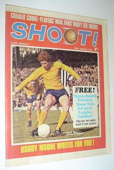 Image for SHOOT! Soccer/Football Magazine, 30 August 1969  *CRYSTAL PALACE - FIRST DIVISION NEWCOMERS - COLOUR TEAM CENTERFOLD*